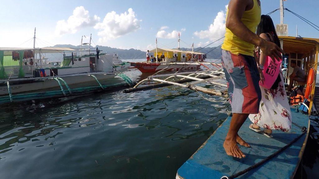 フィリピン・コロン島アクティビティ(コロンタウンから乗合ボートに乗る)