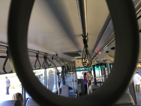 UBE Express バスのつり革