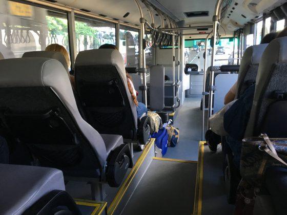 UBE Expressバス 座った座席から正面を見た様子