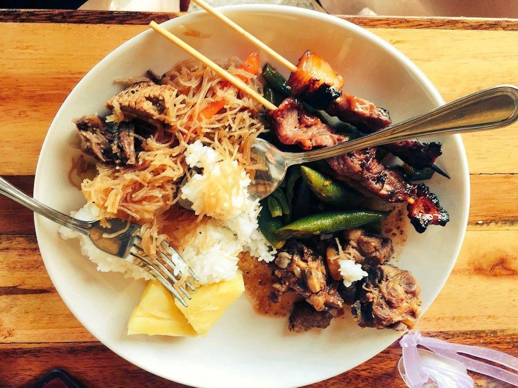 フィリピン・コロン島アクティビティ(コロン島のフィリピン料理は美味しかったです)