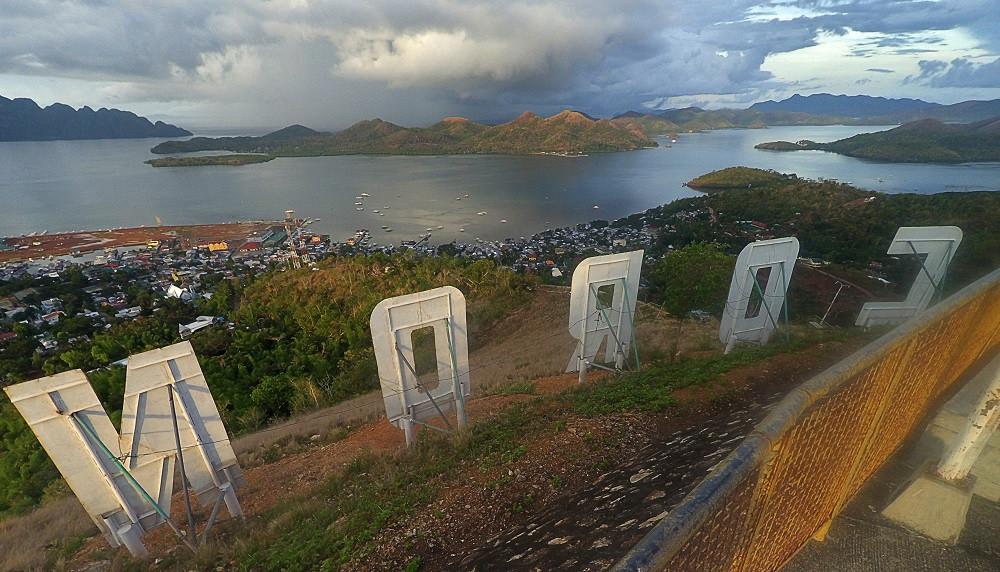 ブスアンガ島のコロンタウン半日観光ツアー(Mt.Tapyas(マウント・タプヤス))