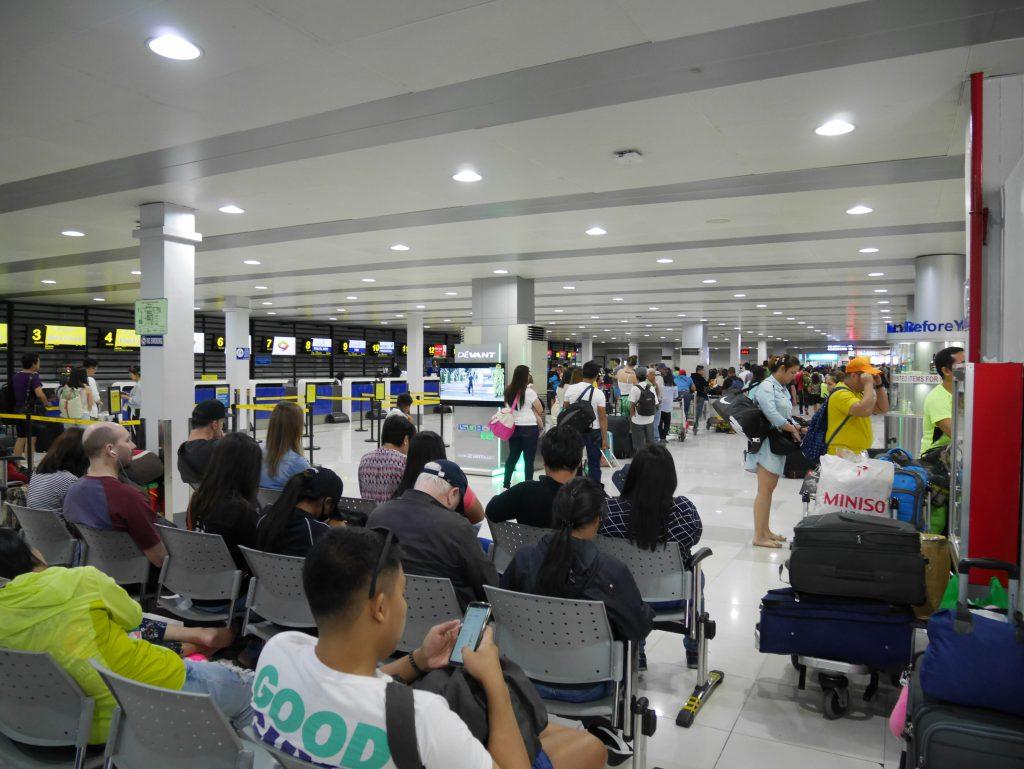 マニラからブスアンガ島(コロン島)への移動(マニラ空港ターミナル4 制限エリア前の待合スペース)