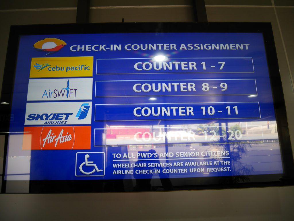 マニラからブスアンガ島(コロン島)への移動(NAIA T4 フライト情報モニター)