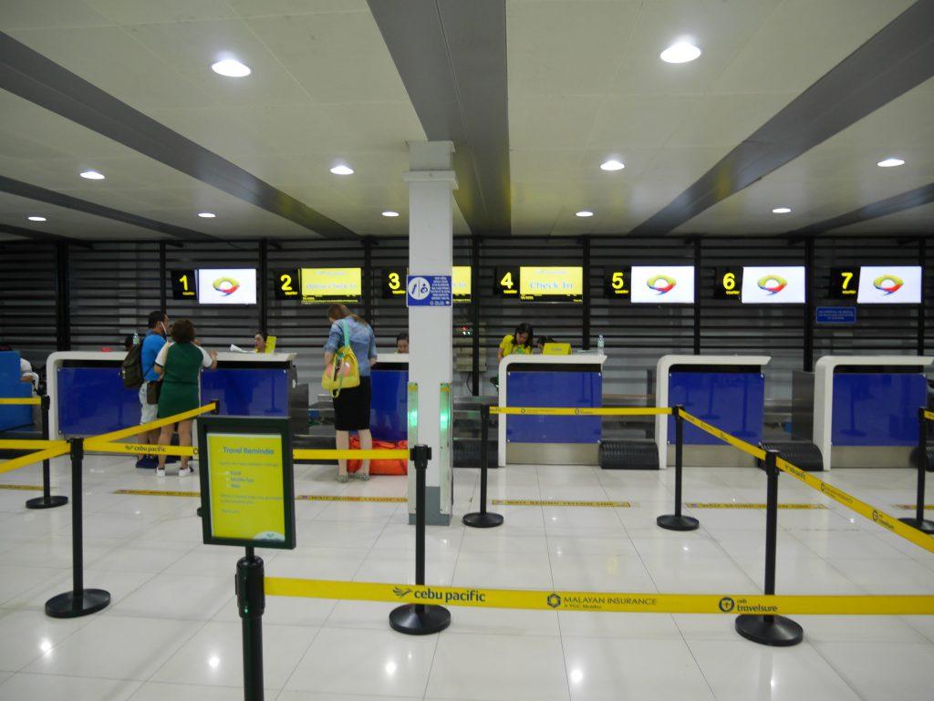 マニラからブスアンガ島(コロン島)への移動(マニラ空港ターミナル4 セブパシフィック航空のチェックインカウンター)