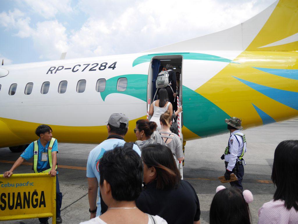 マニラ空港ターミナル4 セブパシフィックへの搭乗(セブゴーのプロペラ付きのATR-72機)