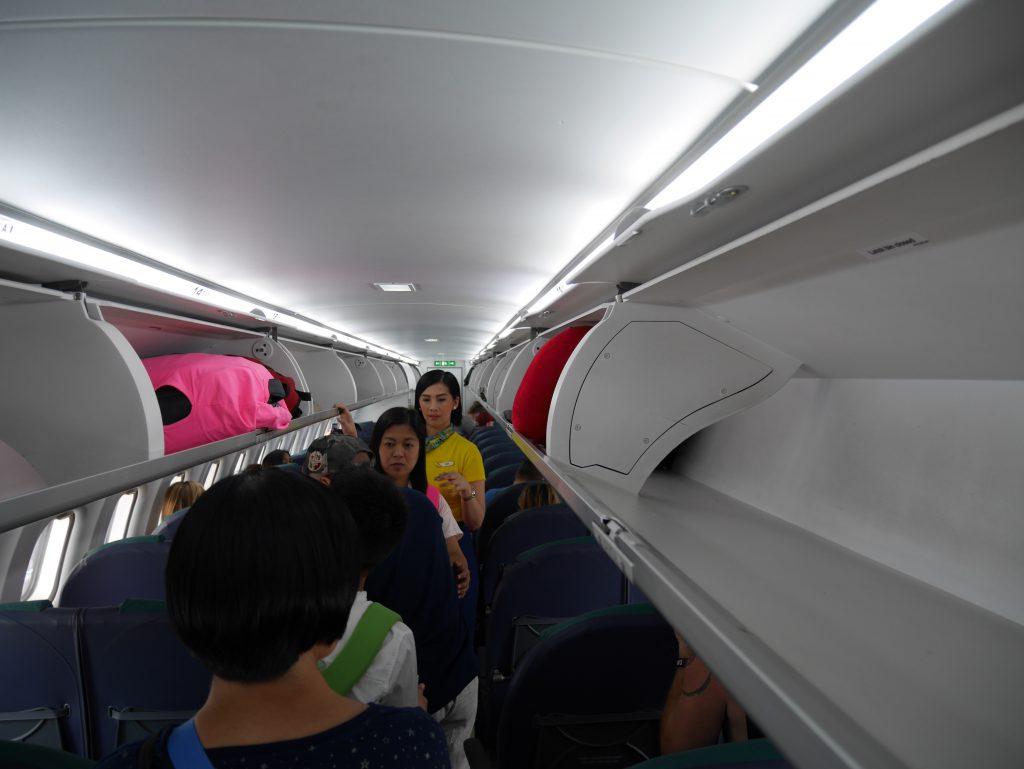 マニラ空港ターミナル4 セブパシフィックへの搭乗(セブゴーATR-72機の機内)