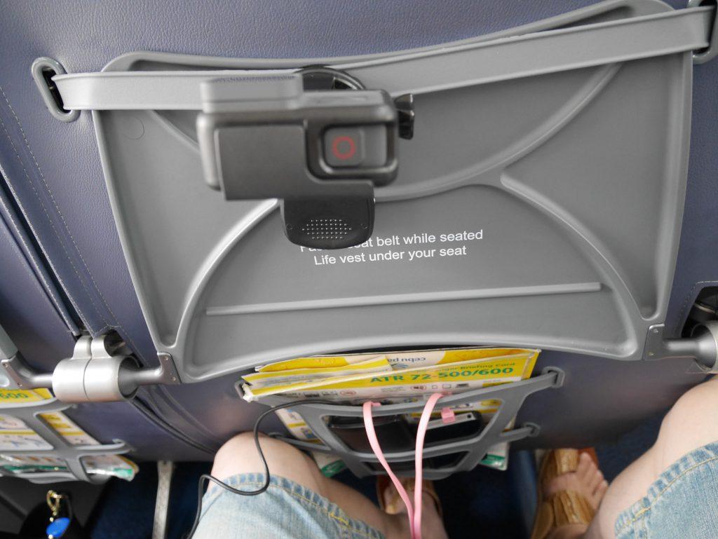セブゴー マニラ〜ブスアンガ島へのフライト座席(感覚的にA320とかよりも狭い)