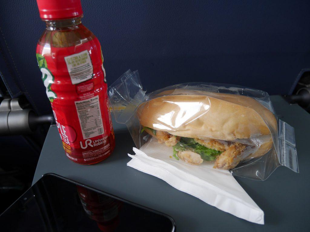 セブゴー マニラ〜ブスアンガ島へのフライト機内食(注文したことすら忘れていた)
