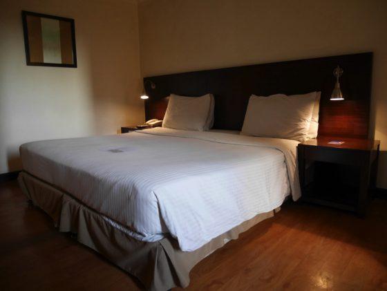 パールガーデンホテル マニラ 客室の広いベッド