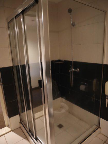 パールガーデンホテル マニラ のシャワールーム