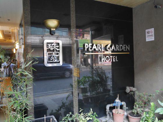 パールガーデンホテル マニラ ビル手前