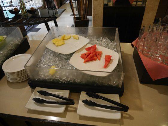 パールガーデンホテル マニラ 2Fレストラン 朝食ビュッフェ 果物