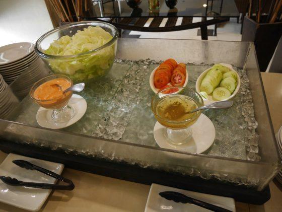 パールガーデンホテル マニラ 2Fレストラン 朝食ビュッフェ サラダ