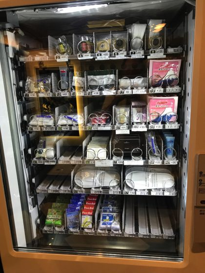 かりゆしLCHホテルの受付横のアメニティ自販機