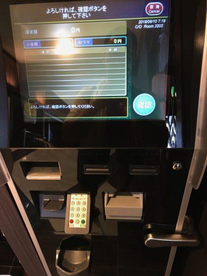 かりゆしLCHホテルの受付横の自動精算機