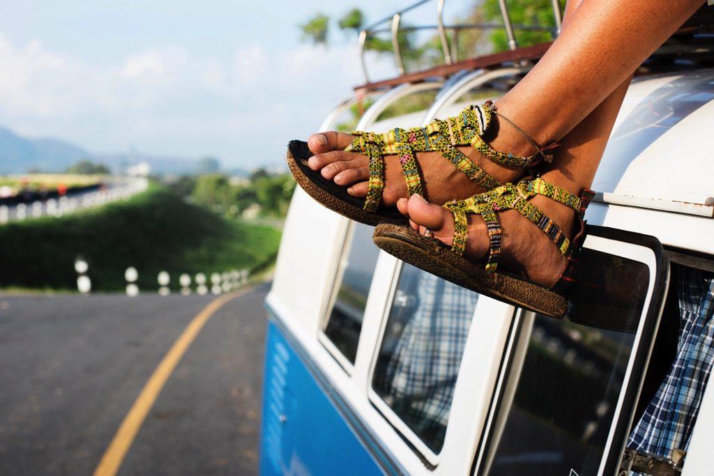 2020年コロン島(ブスアンガ島) への行き方(ブスアンガ島空港から宿舎間はバンでの移動となる)