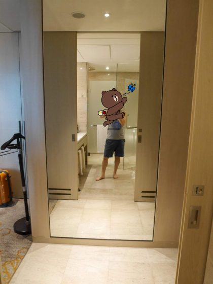 ソフィテル・クアラルンプール・ダマンサラ(客室には大きな鏡がある)