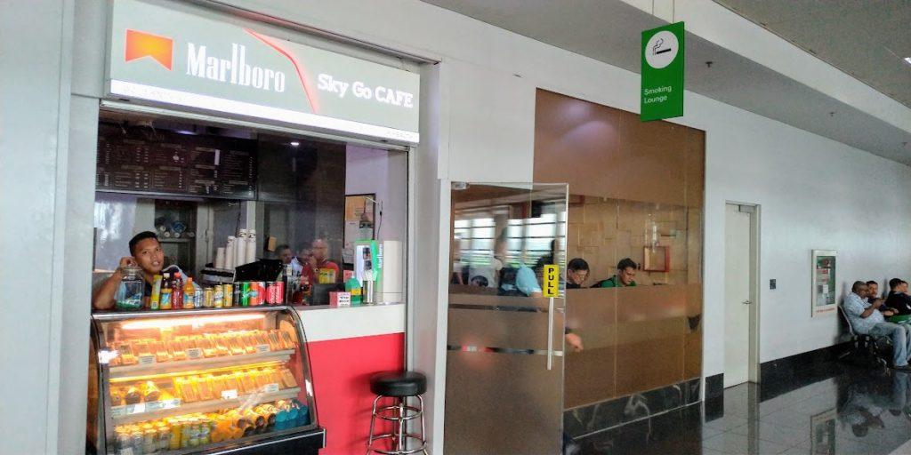マニラ空港ターミナル3 国際線ゲート112番前のコーヒーショップ