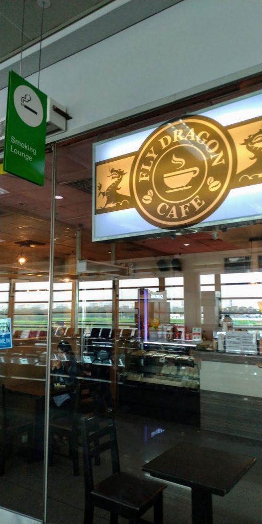 マニラ空港ターミナル3 国際線ゲート110番搭乗口前のコーヒーショップ