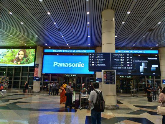 マレーシア・クアラルンプール国際空港(KLIA)の到着階を出た直後