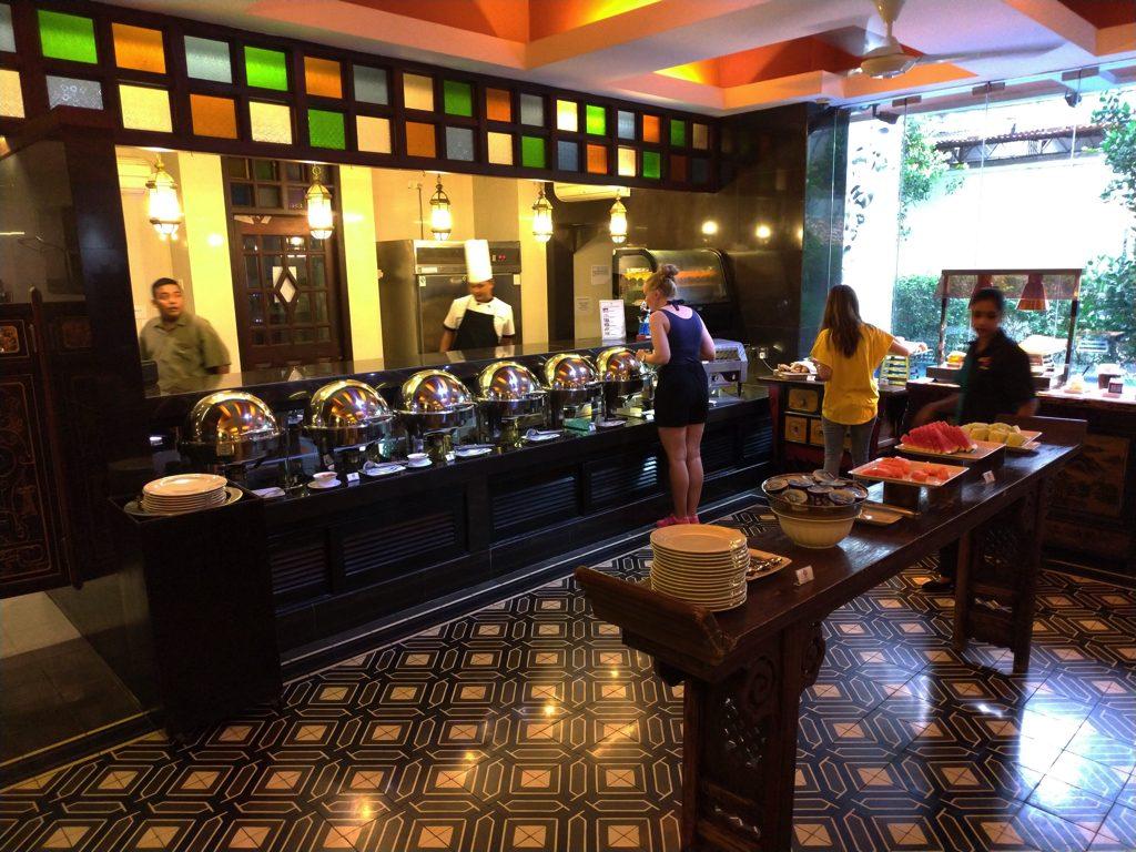 ペナン島ジョージタウンのホテル・ペナガ朝食は1Fのレストランにて
