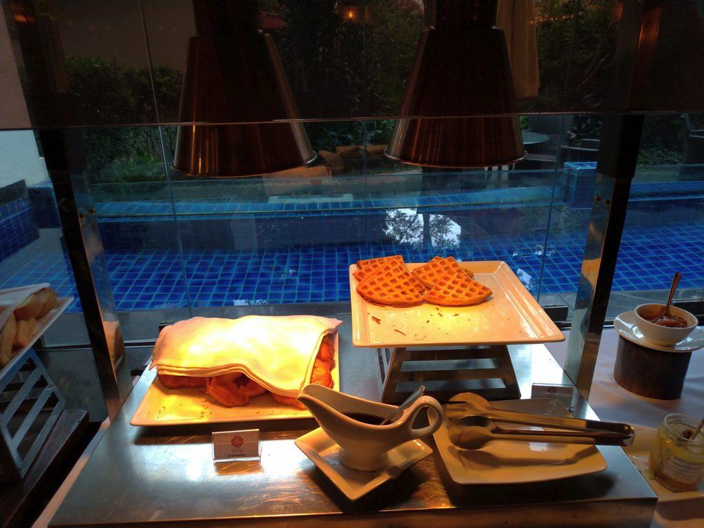 ペナン島ジョージタウンのホテル・ペナガ朝食パン・ワッフル