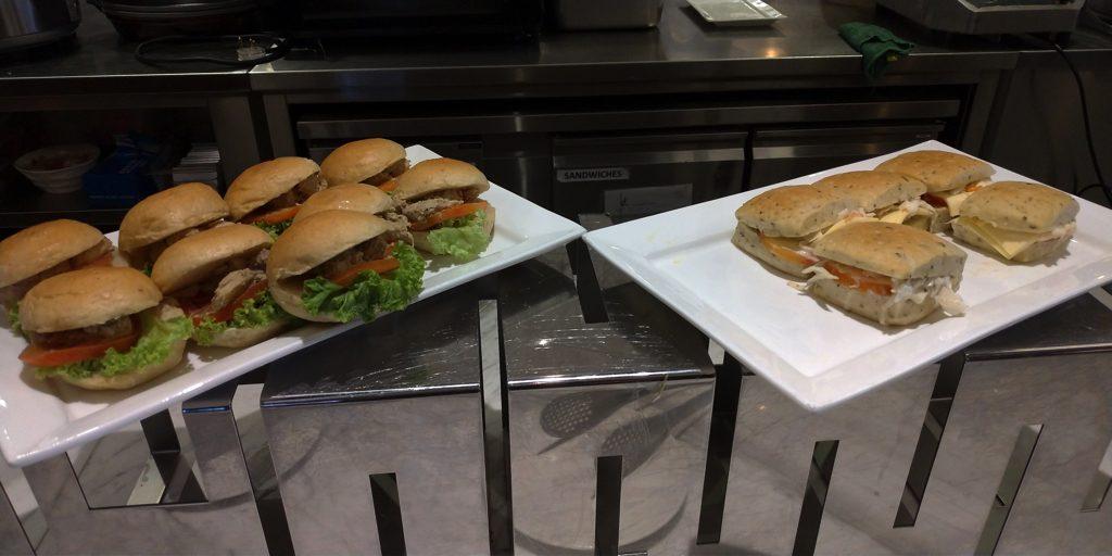 マレーシア航空ゴールデンラウンジのダイニング(サンドイッチ類)