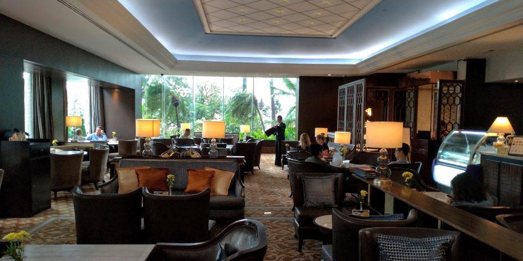 マニラ ダイヤモンドホテル正面玄関からカフェ