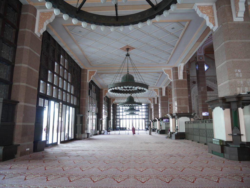 プトラモスク(ピンクモスク)内部