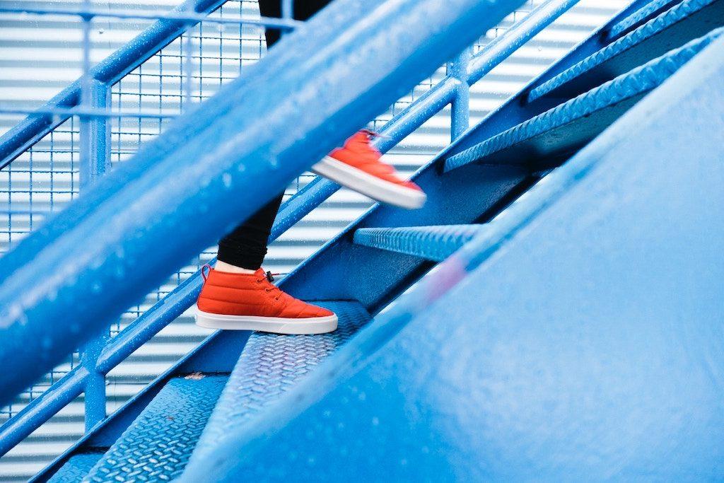 階段でステップをイメージ