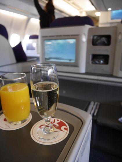 LCCではウェルカムシャンパンも機内モニターもありません。