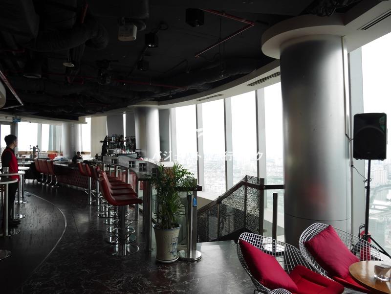 ホーチミンが誇るビテクスコ・フィナンシャルタワー。サイゴンスカイデッキ(49階よりさらに上に行ったレストラン)