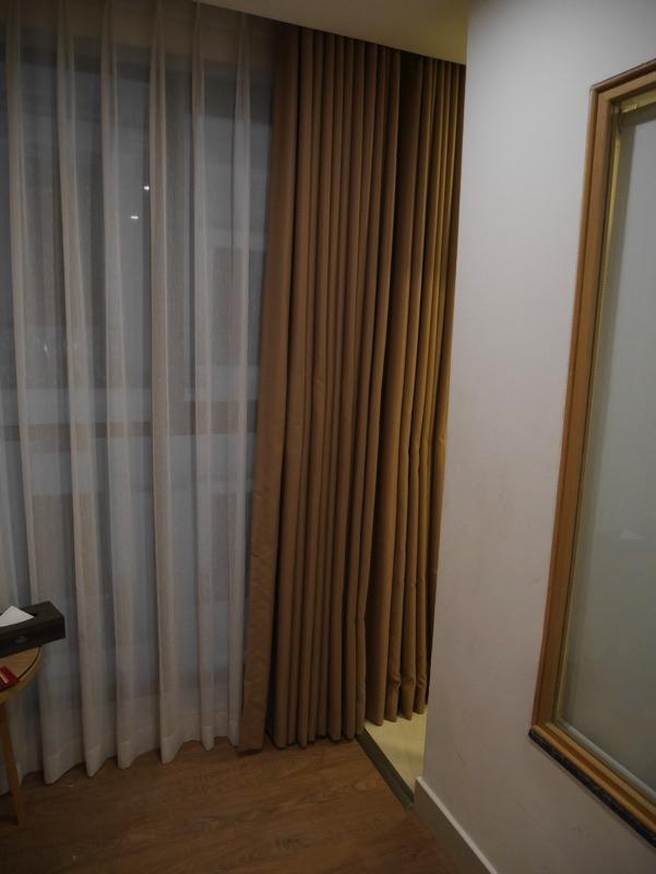 マイヴィラ・ホテル・エアポート客室・シャワールームへの小道