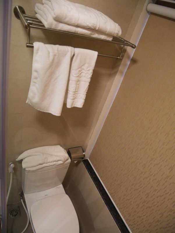 マイヴィラ・ホテル・エアポート客室シャワールーム・トイレ