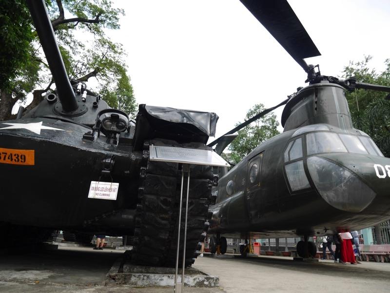 戦争証跡博物館 戦車とヘリコプター