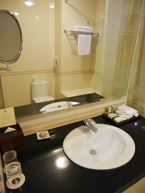 ノーフォークホテルのシャワールーム(洗面台)