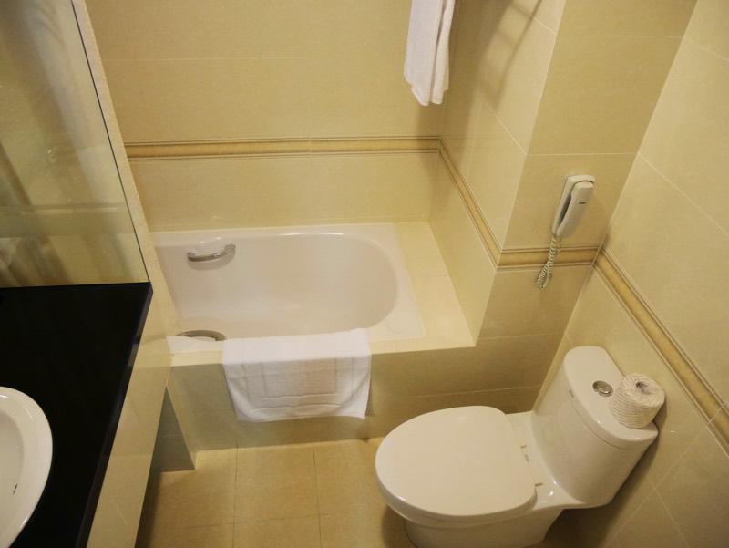 ノーフォークホテルのシャワールーム(トイレ、バスタブ)