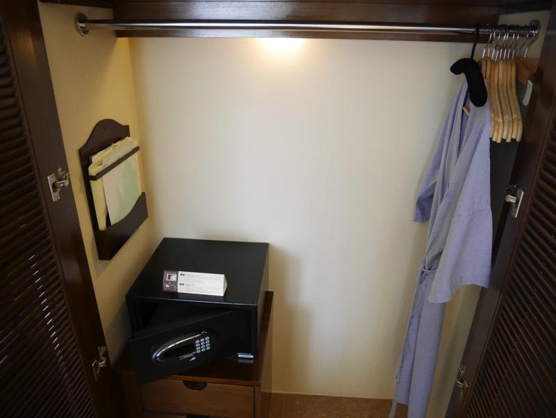 ノーフォークホテルの客室(クローゼット)