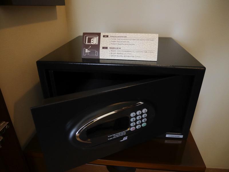 ノーフォークホテルの客室(セキュリティボックス)