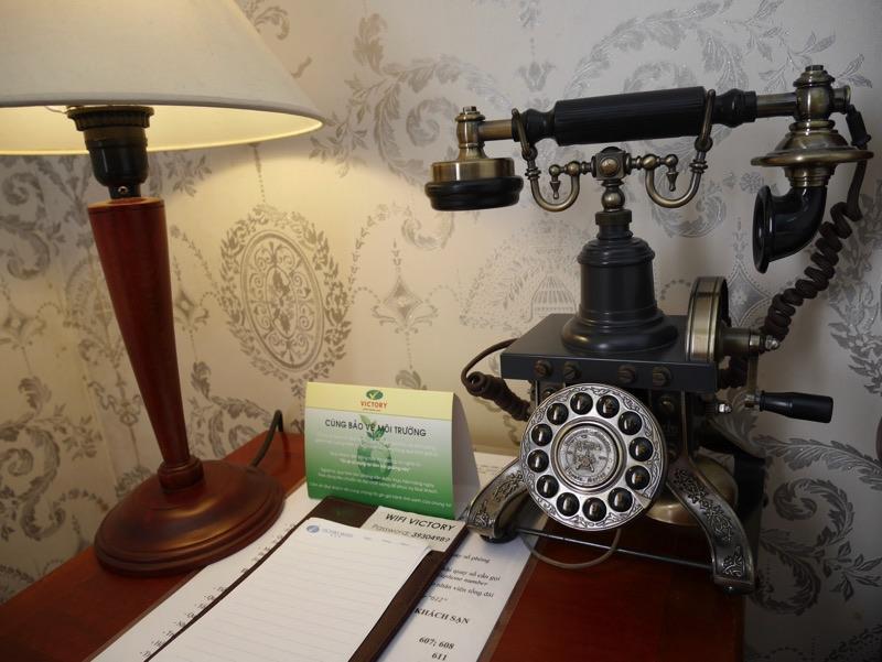 ビクトリーホテルサイゴン の客室(ベッド横)