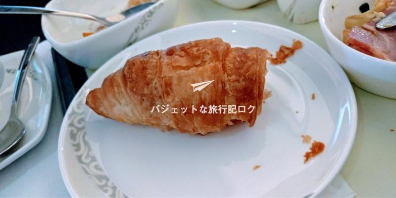 中国国際航空(エアチャイナCA181)の機内食、4食目で付いていたクロワッサン