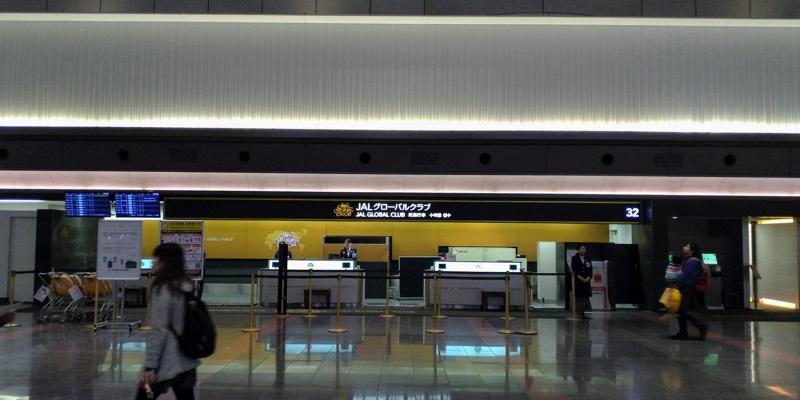 羽田空港第1ターミナル JALチェックインカウンター前