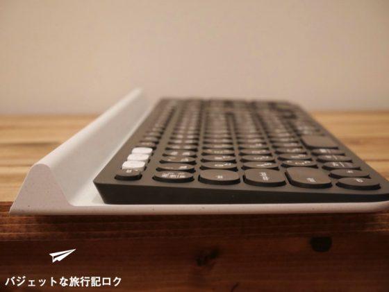 キーボードが複数接続できるマルチペアリング対応のロジクール K780レビュー(左横から)