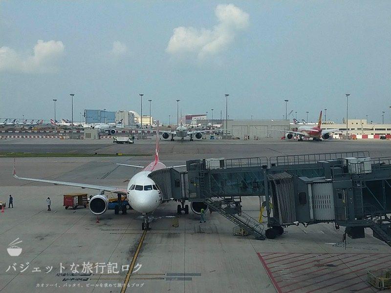 搭乗を待つタイ・エアアジアA320