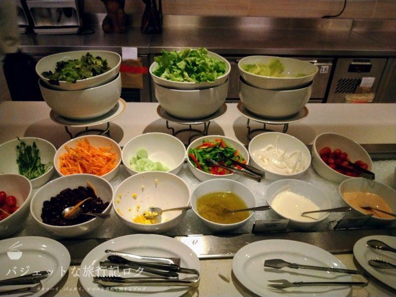 デュシット・プリンセス・チェンマイの朝食ビュッフェにあるサラダ類