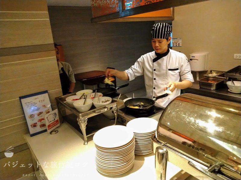 デュシット・プリンセス・チェンマイの朝食ビュッフェの卵料理の手作り