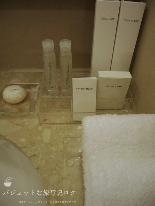 デュシット・プリンセス・チェンマイのシャワールームにあるアメニティ類