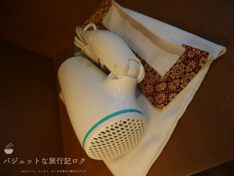 デュシット・プリンセス・チェンマイの客室キャビネットにあるドライヤー