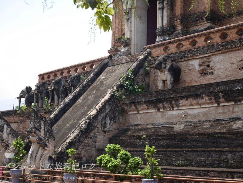ワット・チェーディールワン(仏塔の外観、象さんが壊れてしまった)