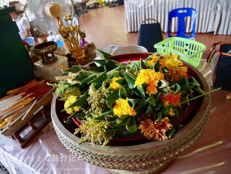 ワット・スワンドーク(周辺の寺院:備え用の花)